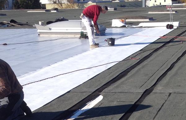 Eine Flachdach-Sanierung mit PVC-Folie