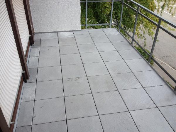 Betonplatten auf einem Balkon